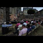Lecture de Jacques Weber - Jardins de la cathédrale © Ville du Mans Gilles Moussé